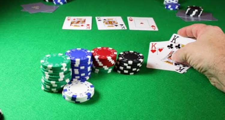 Kegiatan Tak Lazim Ketika Bermain Poker Online